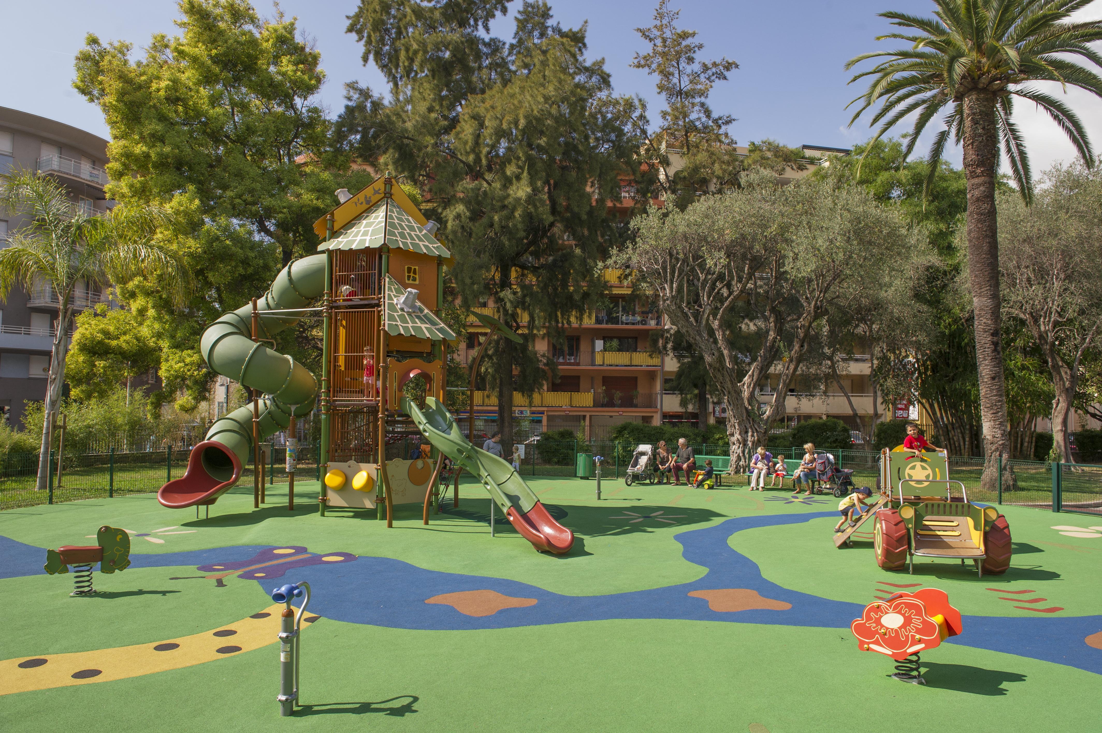 Espaces de jeux et activités adaptés aux tout petits
